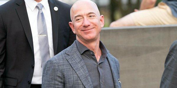 Джефф Безос продолжает продавать акции Amazon